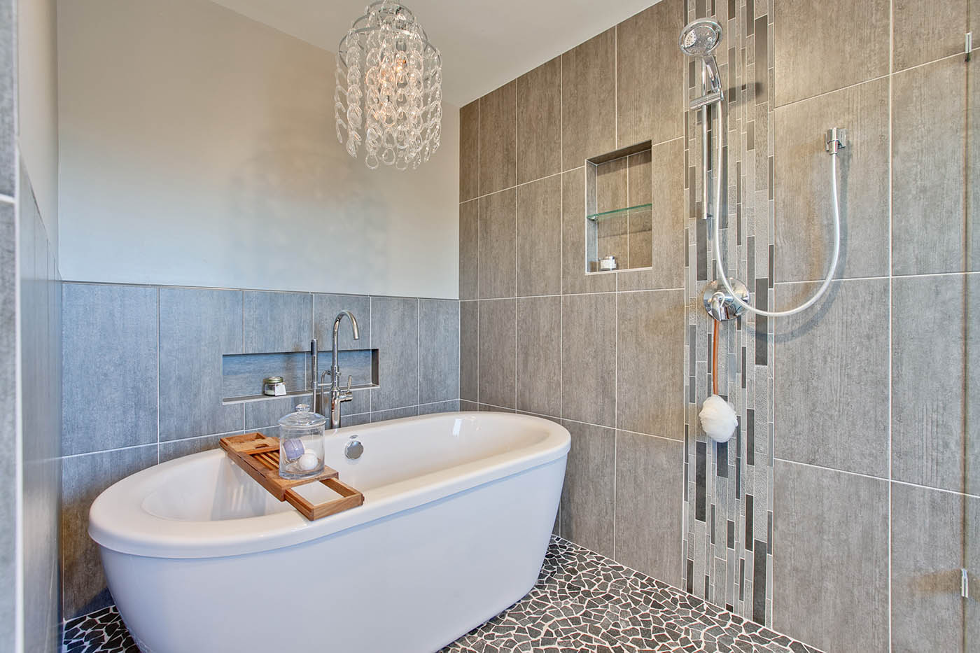 Julie-A-Green-Oaks-Bathroom-after-4